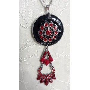 Sautoir noir de métal et strass rouge