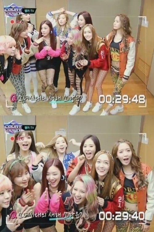 그룹 소녀시대가 대기실에서 미모와 발랄함을 뽐냈다.     3일 방송된 엠카운트다운에서는 컴백하기 전 소녀시대 대기실 모습을 카메라에 담아 방송했다.