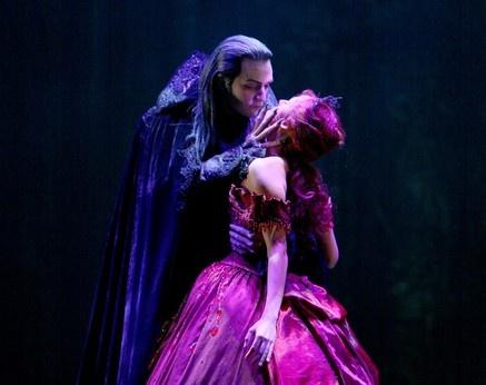 Drew Sarich and Marjan Shaki in Tanzsaal from Tanz der Vampire
