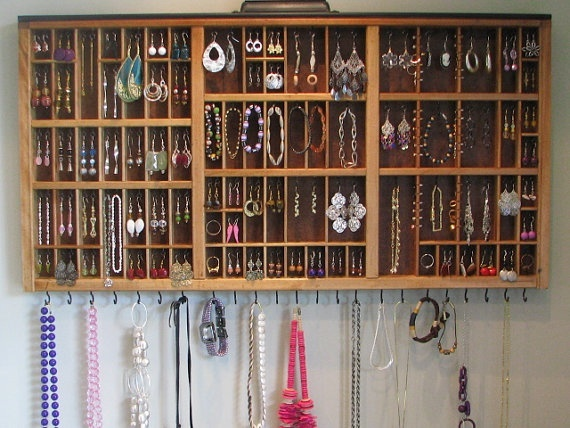 Jewelry Display antique printer drawer. I want to do this!
