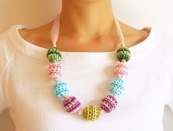 Crochet beads' necklace/ Collar de cuentas tejidas