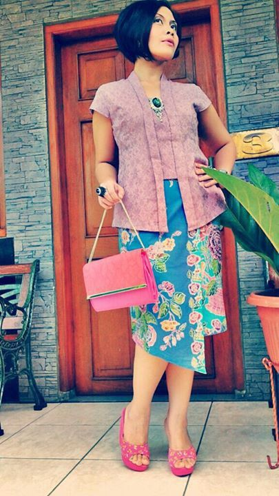 short-sleeved kutubaru kebaya