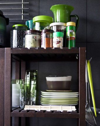 Keep plates visible – and make it easy for guests to help themselves! #IKEAIDEAS for the kitchen