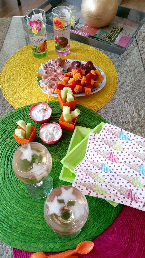 Une petite table d'apéro dînatoire par Mathilde #apero #aperitif #dinatoire #verrine #cocktail #plateau #vaisselle #jetable