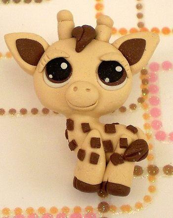 Un bebe girafaaa