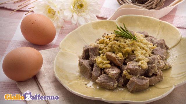 L'agnello cacio e ova (casce e ova) è un secondo piatto di origine abruzzese a base di carne ovina, che viene quindi tradizionalente gustato nel periodo di Pasqua. Qui la #ricetta: http://ricette.giallozafferano.it/Agnello-cacio-e-ova.htm l#GialloZafferano #secondipiatti #agnello #abruzzo