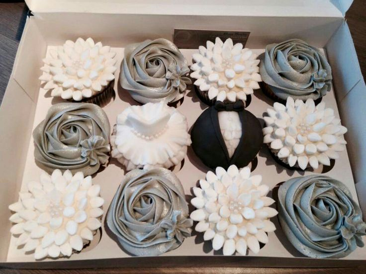 The Strand Cakery Cornwall, UK Wedding Silver Black Cupcakes Mini Cake