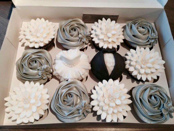 The Strand Cakery Cornwall, UK Wedding Silver Black Cupcakes Mini Cake