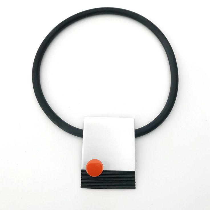 Halsband, gummi, aluminium Necklace, rubber, aluminium Lagenlook