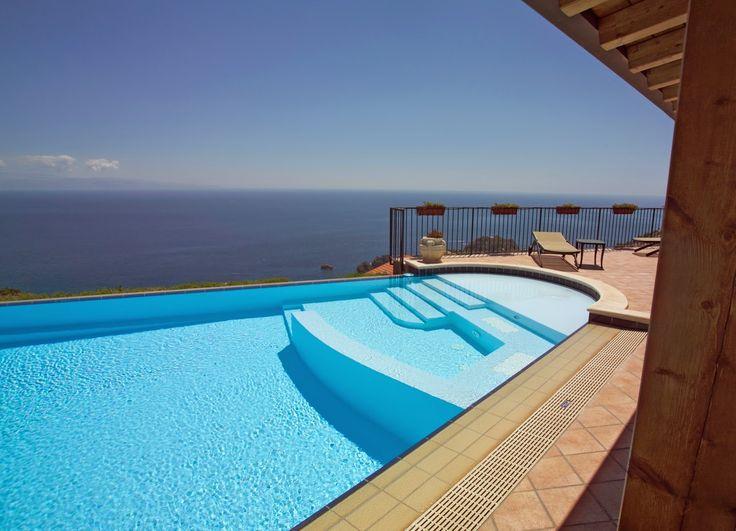 Les 54 meilleures images propos de piscines en folie sur for Piscine monocoque