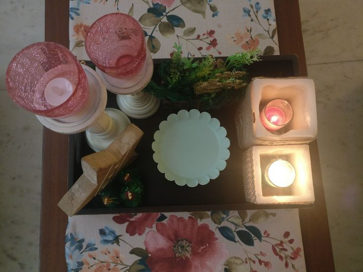 Xmas 2017 India : Center Table decor: warm mint and pink, burlap and ivory