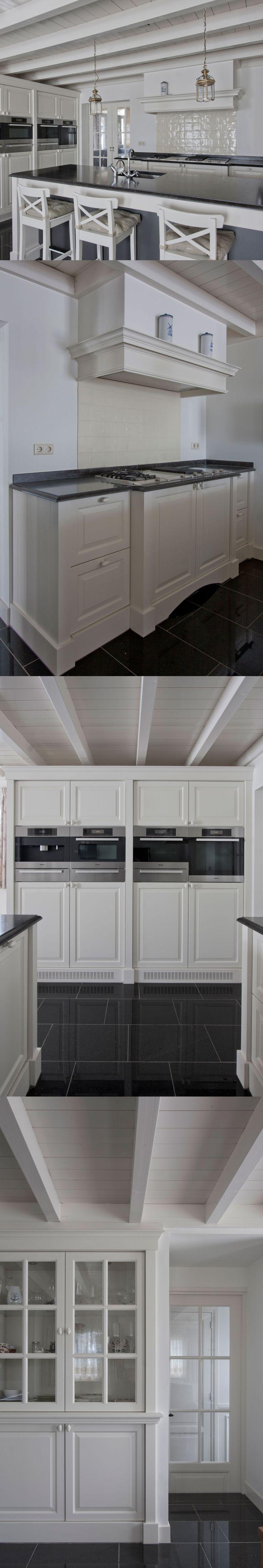 Corne de Keukenspecialist heeft het ontwerp 3D rendering en realisatie voor deze landelijk klassieke keuken gerealiseerd. Toegepast : Wit gelakte keuken - composiet werkblad Belgian Blue - Miele apparatuur