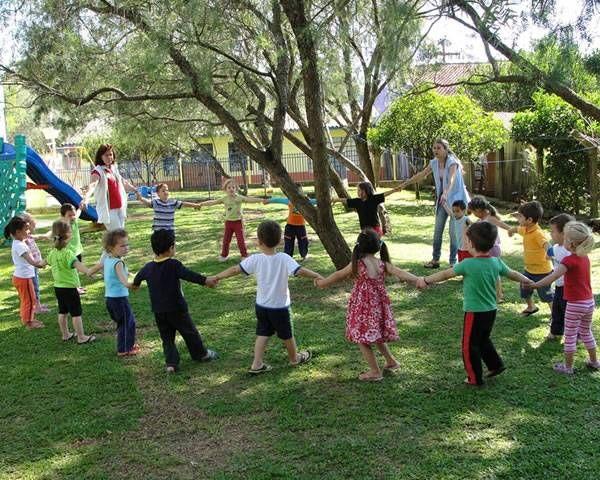 45 cantigas folcóricas para brincar de roda com as crianças