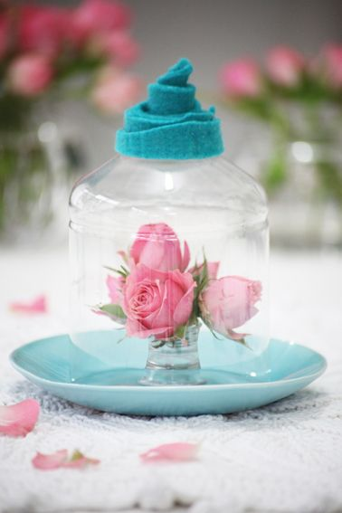 Confira o passo a passo para criar uma redoma para doces, vasinhos ou mimos para sua casa com garrafa PET e feltro