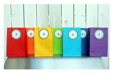 Simple yet elegant gift bags to match the theme.