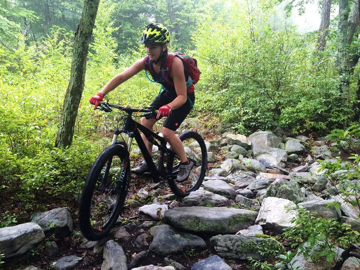 Pactimo Women's Apex Shorts Review http://www.singletracks.com/blog/mtb-gear/pactimo-womens-apex-shorts-review/