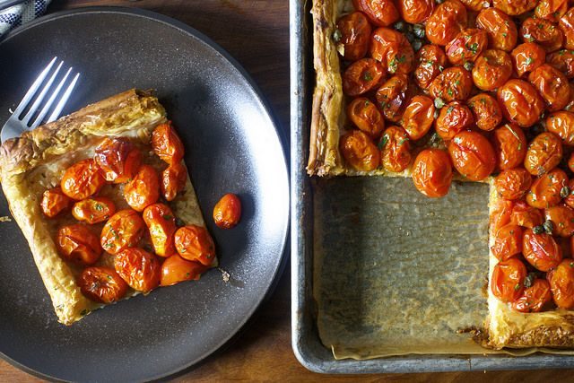 smitten kitchen's herbed tomato and roasted garlic tart