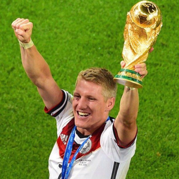 #ManchesterUnited sign Bastian #Schweinsteiger