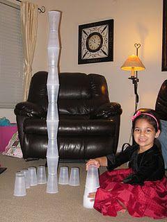 jeu d'empilage de verres de plastique