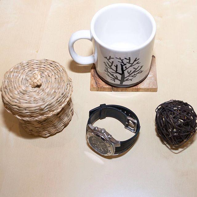 I'm so proud of this #handpainted #mug! Find the tutorial in the bio! _____________________ #homeaccessories #naturaldecor #flatlayinspiration #homedecor #cosyvibes #cozyhome #flatlaystyle #flatlays #simplemoments #flatlayforever #myhome #decor #mynordicroom #minimal #minimaldecor #scandinavianhomes #softminimalism #minimalmood #minimaldecor #onlyinterior #pocketofmyhome #interiordesign #projectoftheday #myhappyplace #instahomes #livingroominterior #sundayathome #κυριακη_στο_σπιτι