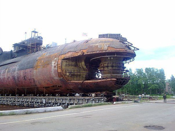 A very unique photo: the bow of Russian submarine K-84 Yekaterinburg (Delta IV SSBN) stripped bare after the fire in 2011.