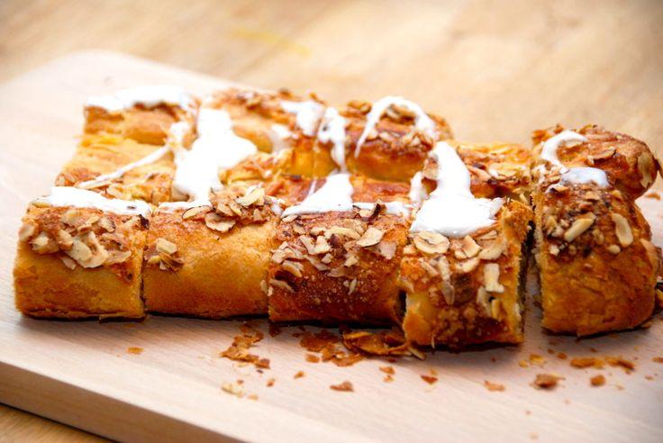 Wienerbrød opskrift: Wienerbrød har ry for at være besværlig at lave selv. Men så slemt er det nu ikke heller ikke at bage. Wienerbrød skal laves med forsigtighed, da smørret ikke må blive for lunt. Og