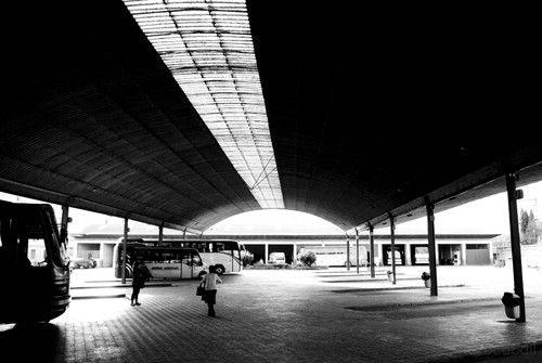 """Estación de Úbeda : """"Llevaba medias negras, la conocí en la estación...""""      http://www.flickr.com/photos/gurduru/  <---   asido"""
