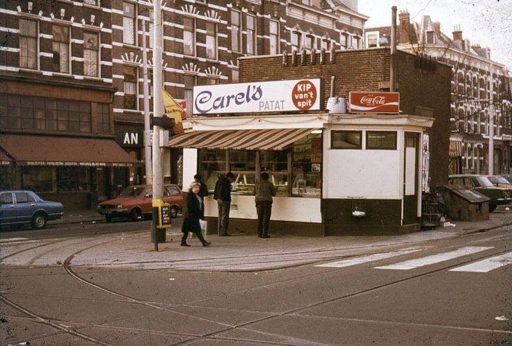 Rotterdam - Claes de Vrieselaan bij de Nieuwe Binnenweg met Carel's Patat omstreeks 1977