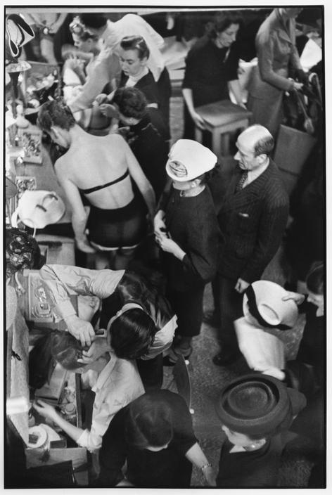 Changement de tenues pendant un défilé Christian Dior (Change of clothes in a Christian Dior Fashion Show), Paris, France, 1947. // © Henri Cartier-Bresson/Magnum Photos.