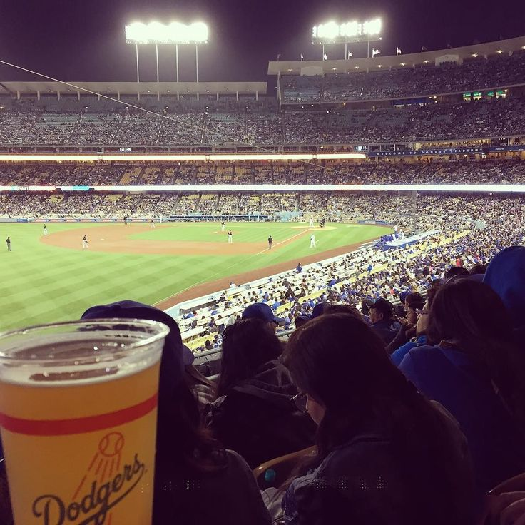 THINK BLUE: #letsgododgers #dodgers #la #california #ドジャーズ #ロス 久々に行ったぜbeen a long time since I've been to a game. 4/27/2016 by hoshizee