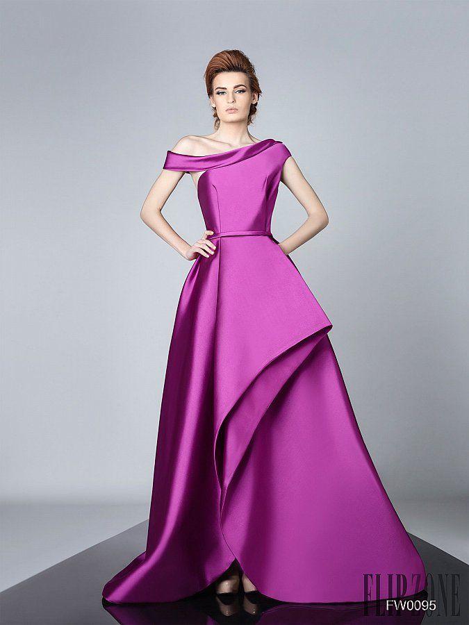 Miedoso Por Lo Que Los Vestidos De Novia Sassi Ideas Ornamento ...