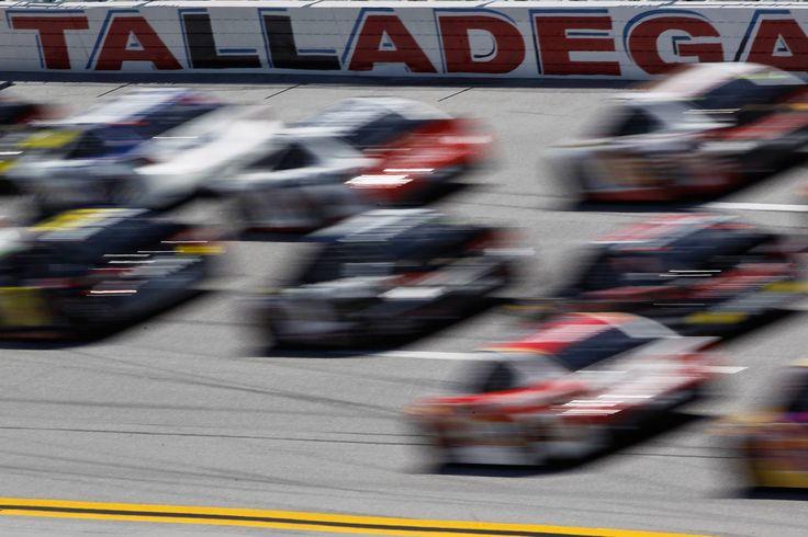 NASCAR Talladega Superspeedway TV ratings hit historical lows https://racingnews.co/2015/10/30/nascar-talladega-tv-ratings-down/ #nascar