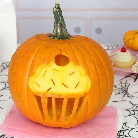 cupcake pumpkin funny pumpkin carvingshalloween - Funny Halloween Pumpkin Carvings