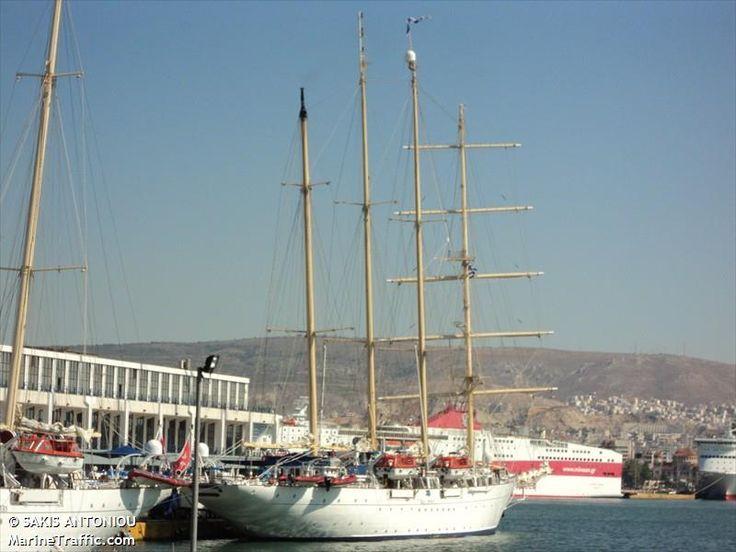 Το Star Flyer πλευρισμένο στον Πειραιά. 09/07/2011.