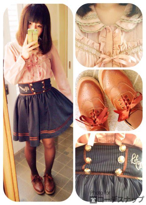 アクシーズの2枚襟ブラウス アマベルのネイビースカート!