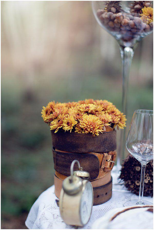 Fallk wedding flowers in DIY vase | Image by LaurenceM Photographe