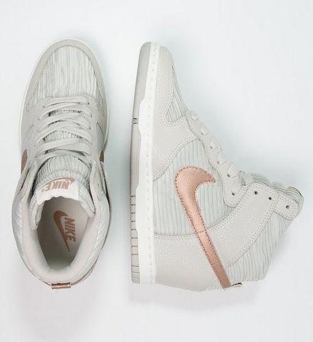 Nike Sportswear DUNK SKY Trampki na koturnie wysokie light bone/metallic red bronze/sand