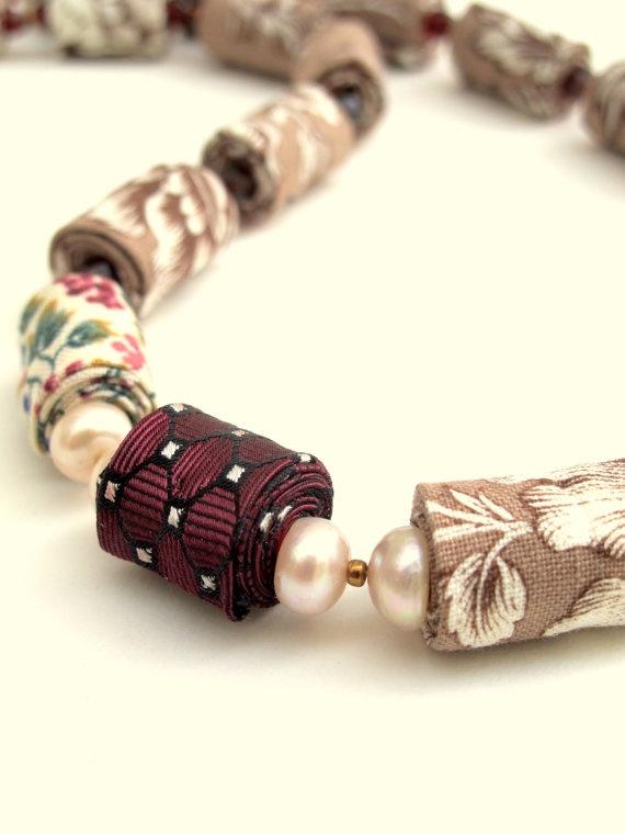 lindas contas em tecido, tão fáceis! / Wearable art romance fiber necklace by Gilgulim on Etsy