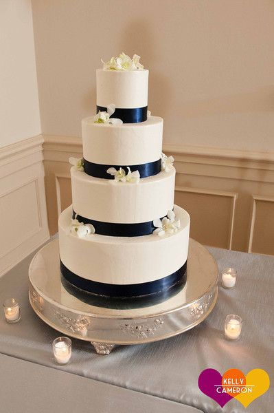 clean, classic buttercream wedding cake. #ivory #white #navy #blue http://kellycameron.net