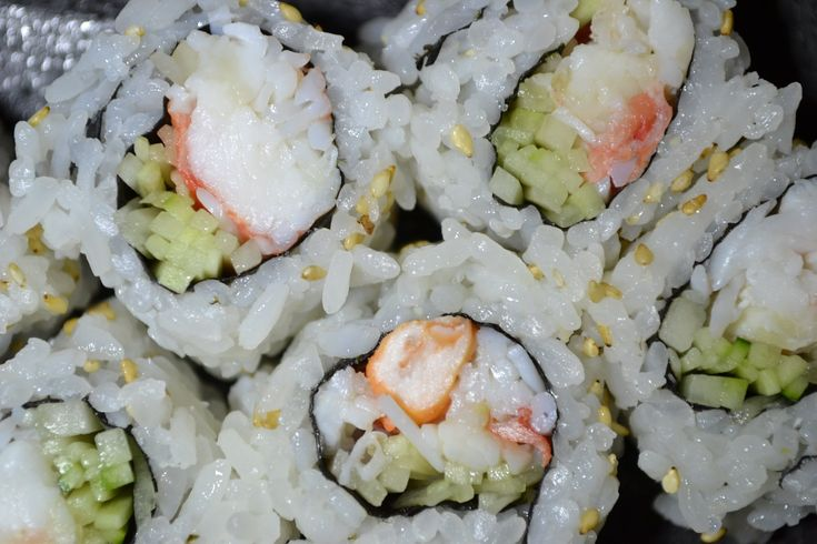 Snow Crab Roll (Alaskan king crab w/cucumber. Rice outside)