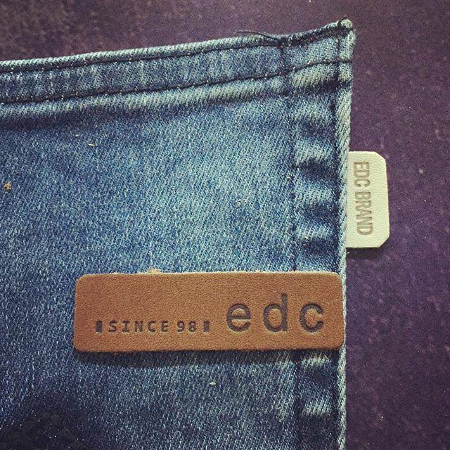 #kuka #etiket #leather #label #accessories #hangtag #canvas #jacron #leatherlabel #labels #fashion #design #patch #denim #jean #jeanswear #denimdetails
