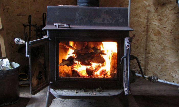 Máme tu zimu a mnozí z nás zvažují pořízení krbových… http://www.drevostavitel.cz/clanek/krbova-kamna-na-drevo-peletky-biolih-nebo-elektrinu