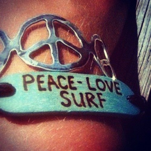 Peace Love Surf: Surfer Girls, Bracelets, Peace Signs, Surfing Up, Ocean Beaches, Beaches Bum, Summer Girls, Ray Ban Sunglasses, Peace Love Surfing