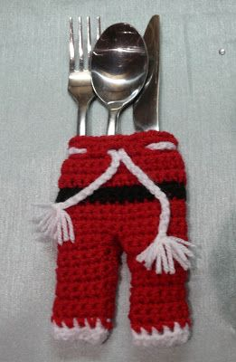 free crochet pattern for cutlery holding santa pants.  Perfect for a child's place at Christmas Dinner