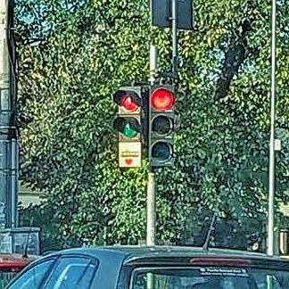 Cât stai la semafor mai o înjurătură'n trafic mai o #inimă...