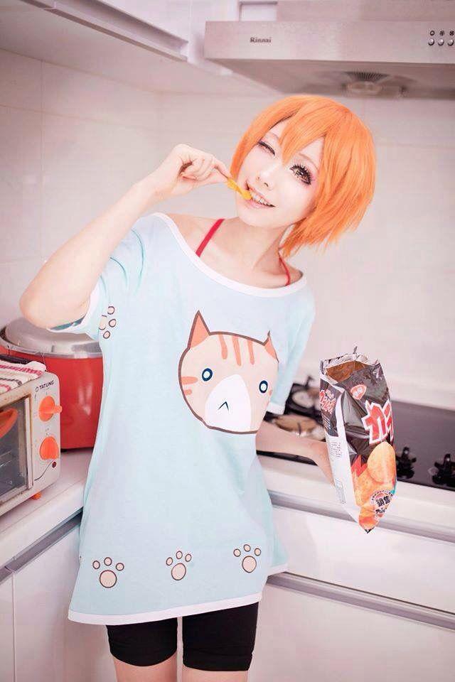 I wanna cosplay Rin so badly! I'm gonna cosplay Rin and my friend is gonna cosplay Pana (Hanayo)!