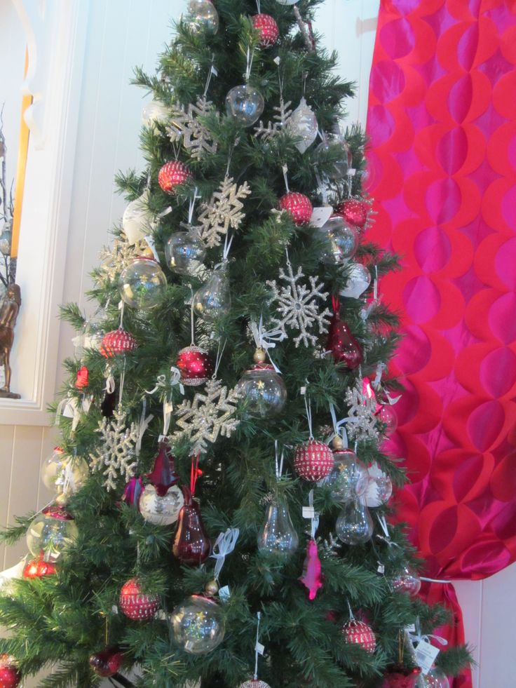 Traditional Red & White Tree