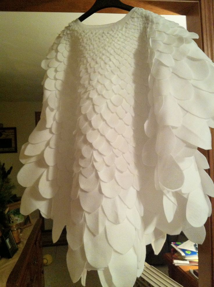 Chicken costume. no pattern. could this be replicated with paper on a white t-shirt?