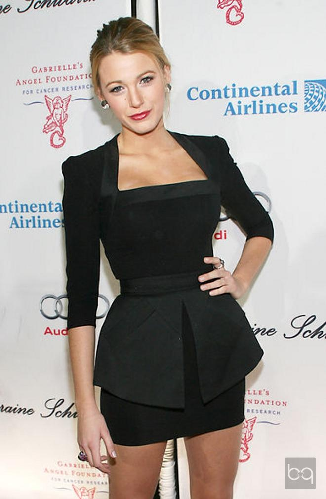 Blake Lively Görünümleri: The neckline is flattering and the lines of the dress are so architectural