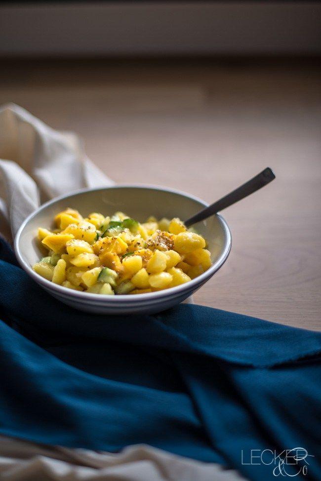 Kartoffelsalat einmal anders? Dann hätte ich hier eine Variante aus Malaysia - passt wunderbar zu allem asiatisch und leicht scharf mariniertem Grillgut.